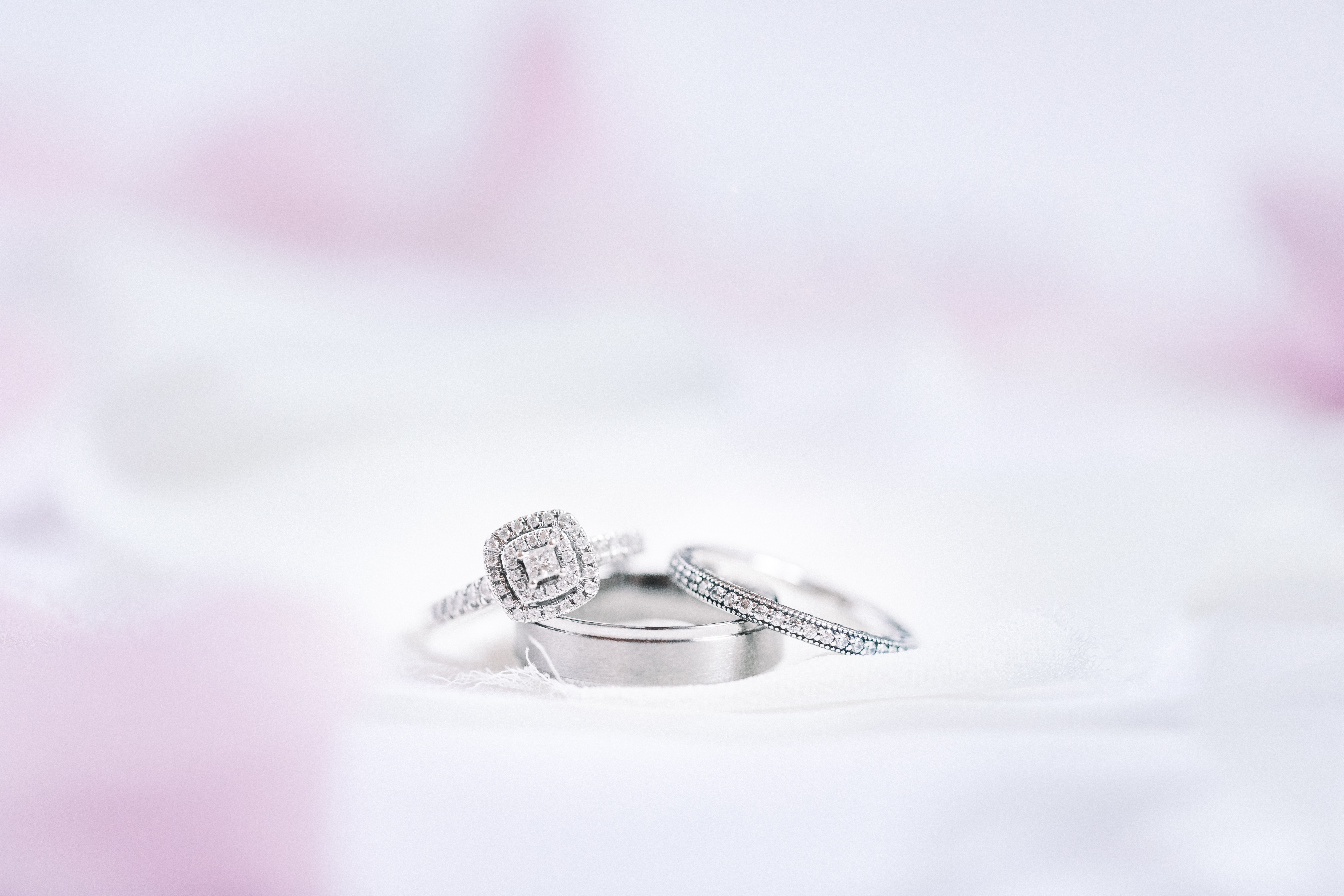 What is the Difference Between White Gold and Platinum?