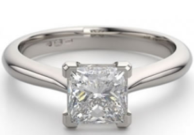 4-claw v-shaped diamond engagement ring