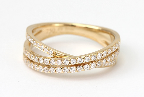 Diamond crossover ring style