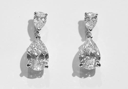 pear shaper diamond drop earrings