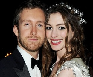 Anne Hathaway is engaged