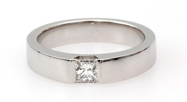 chuncky princess cut diamond ring