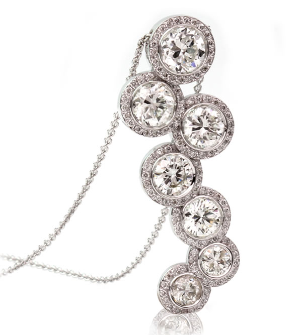 diamond pendant halo