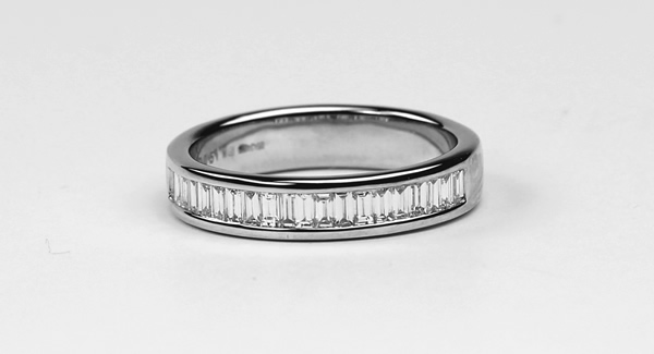 emerald diamond wedding ring