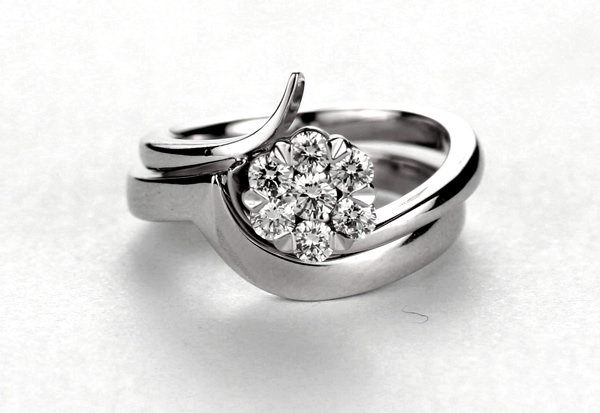 intrelocking engagement ring and wedding ring