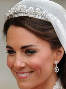 kate middleton pear shaped diamond