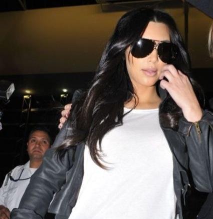 kim kardashian without wedding ring