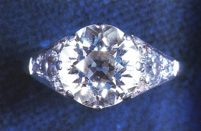 the queens engagement ring