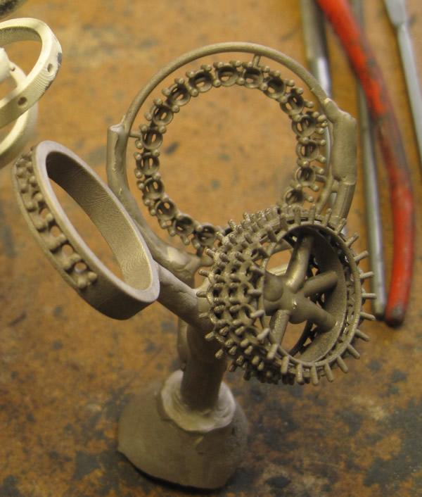 tree cast of circle diamond pendant