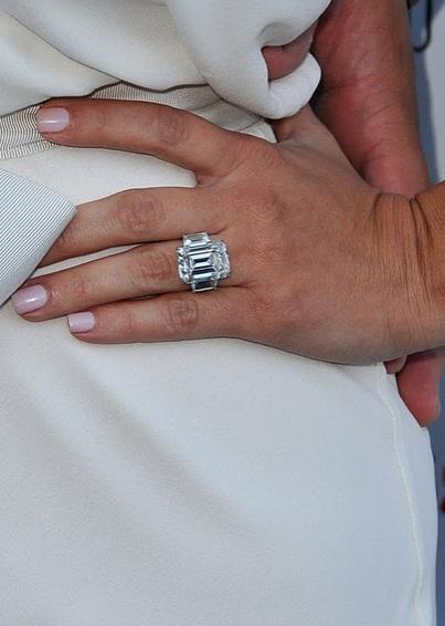 will kim kardashian keep her engagement ring